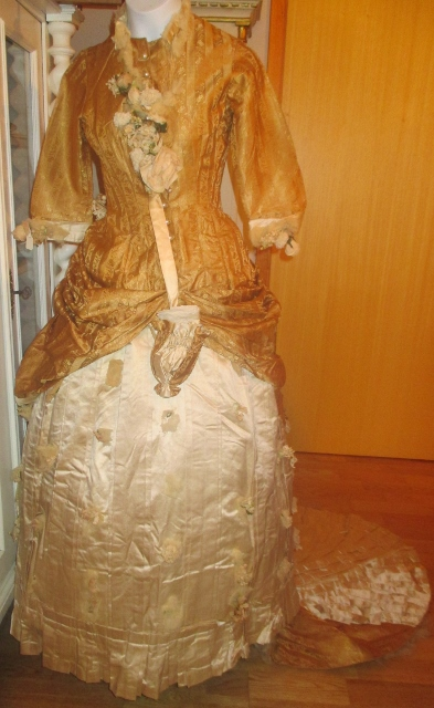 xxM1009M Beautiful 1880s American Ball Gown.