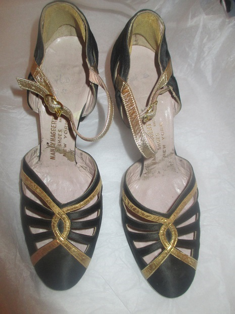 xxM23M 1920s strappy flapper shoes