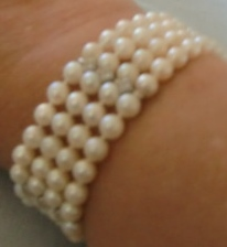 M837M 14K gold 4 stand south sea pearl and diamond bracelet2006 Takst-Apparaisal N.Kr 16 000