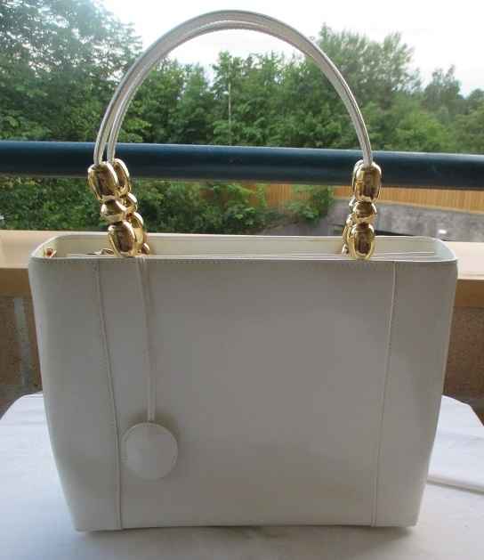 xxM1156M Authentic Christian Dior Maris Pearl Hand Bag Off-White Patent Vintage x