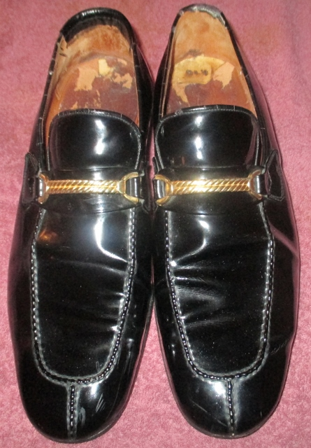 xxM1084M Cool 1960s Vintage Gucci 44 S 10/10½ Black Patent Leather Slip-On Loafer Shoes