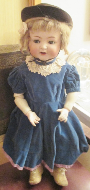 xxM958M VICTORIAN CHILDS CLOTHING & HAT