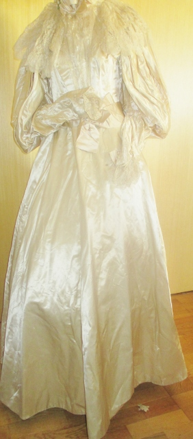 xxM1011M My beautiful wedding dress destroyed by accident SOLD