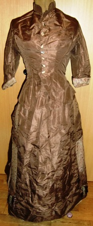 M437M Early 1870s gown