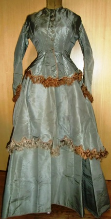 xxM452M Wonderful Gown from 1870