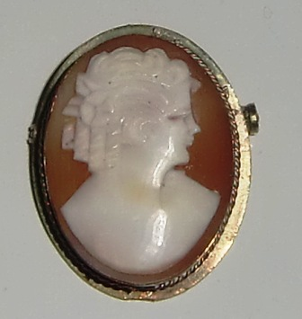 M528M Early 1900s little Cameo brooch/pendant
