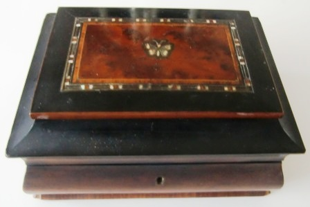 M542M ANTIQUE C 1850S SEWING BOX W/TOOLS