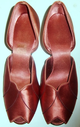 xxM199M 40s WWII Daniel Green Satin Slipper Heels Shoes