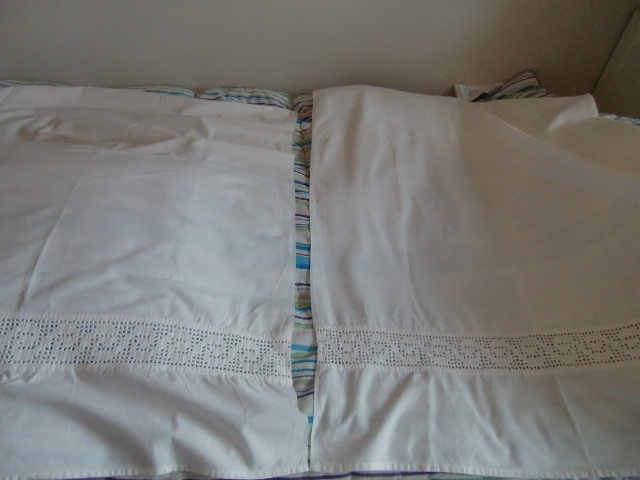 M887M Over sheets for children with crocheting / used as curtains