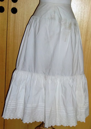 xxM302M Nice petticoat made in Norway