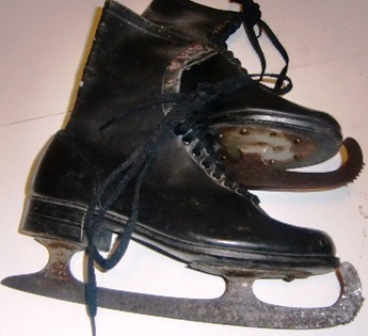 xxM22M A pair of skates SOLD